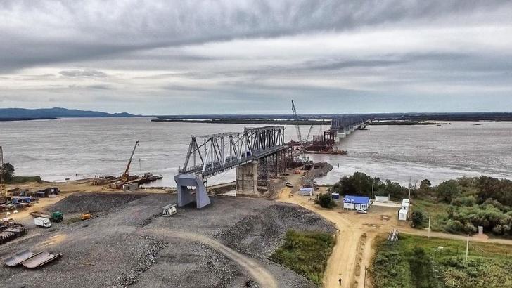 Строительство железнодорожного моста через Амур