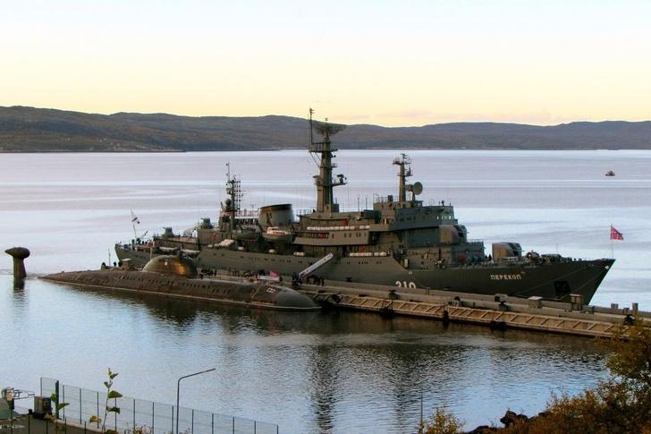 Учебный корабль «Перекоп» пришёл в Североморск
