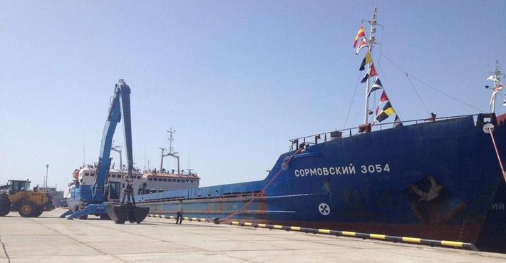 Сухогруз у причала нового терминала «Луис Дрейфус» в Азовском районе