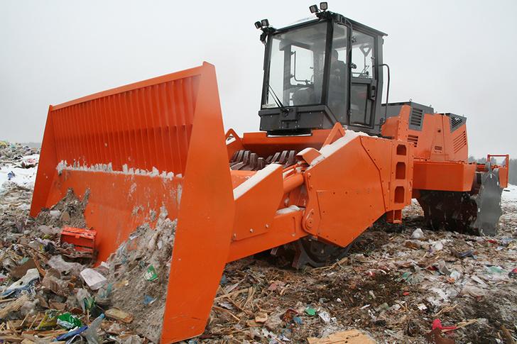 Завод «Дорожных машин» запустил в производство уплотнитель ТКО UM-25 «Бурлак»
