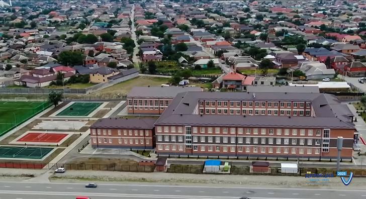 В Чечне открыты два новых детских сада, школа и еще ряд соцобъектов