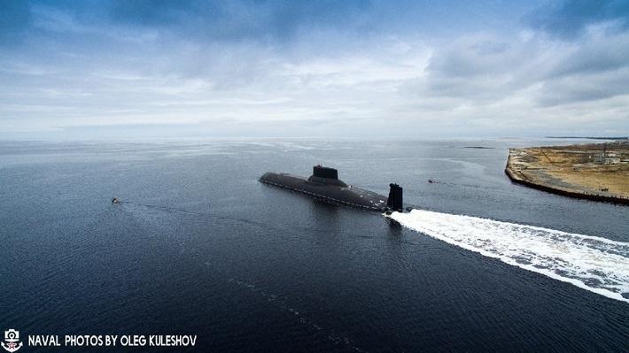 Переход ядерного ракетоносца «Дмитрий Донской» (проект 941) в Кронштадт