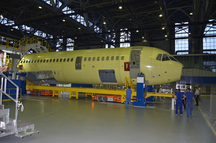На заводе корпорации «Иркут» фюзеляж самолёта МС-21