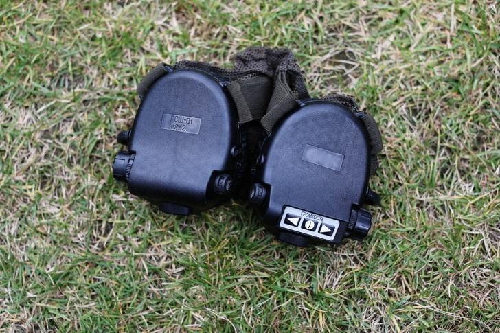 Гарнитура с активной системой защиты слуха, которая глушит звук выстрелов и разрыва гранат, но при этом усиливает человеческую речь. Есть вариант исполнения, когда гарнитура может подключаться к радиостанции.