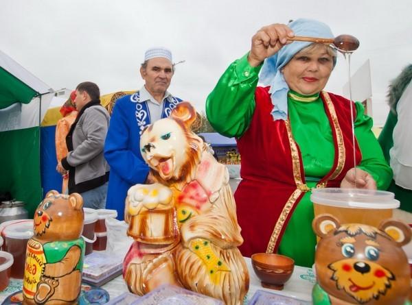 фестиваль мёда в Уфе (фото : Сергей Словохотов/ РГ)