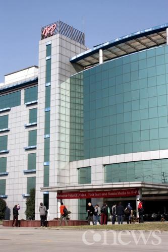 Центральный вход в здание завода Hi-P в Сучжоу