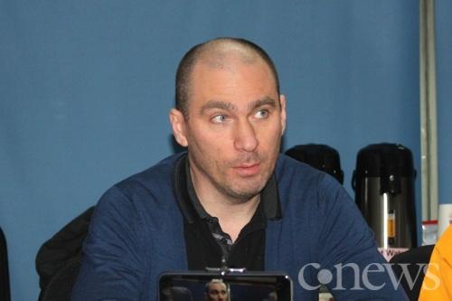 Владислав Мартынов рассказал, что самым сложным в производстве YotaPhone стала интеграция второго дисплея