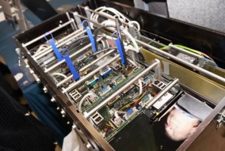 В решениях Immers вычислительные компоненты полностью погружены в диэлектрическое масло