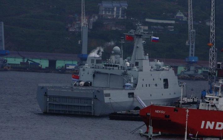 Китайский корабль во Владивостоке