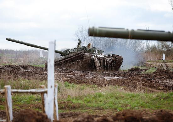 На вооружение армейского корпуса Балтийского флота поступило более 30 танков Т-72Б