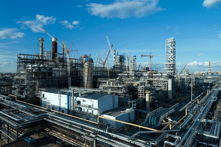 МНПЗ завершил монтаж крупногабаритного оборудования установки переработки нефти «Евро+»