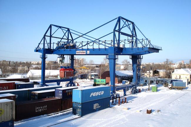 Контейнерный перегружатель «Балткран» на интермодальном терминале, г. Хабаровск