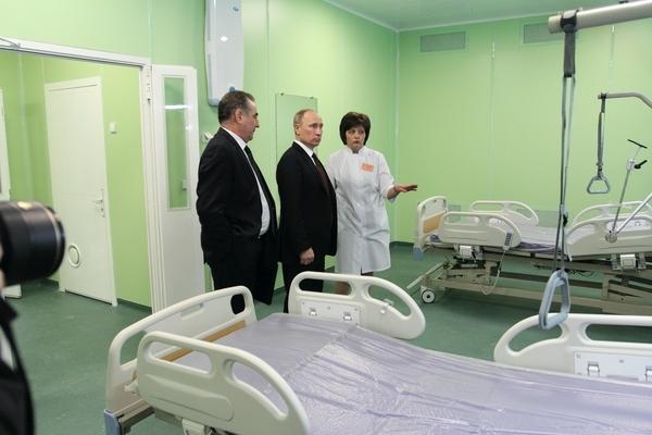 В Путин посетил новый перинатальный центр в феврале 2012 г.