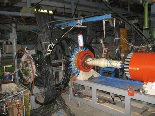 Взрывомагнитный генератор: выходной ток 1000 кА, напряжение 1 МВ, мощность 800 кДж