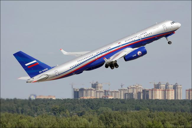 Чувствую крутой МАКС будет нынче!  Очень понравилась цветовая схема Ми-8, который летит с Ка-52 и Ансатом.