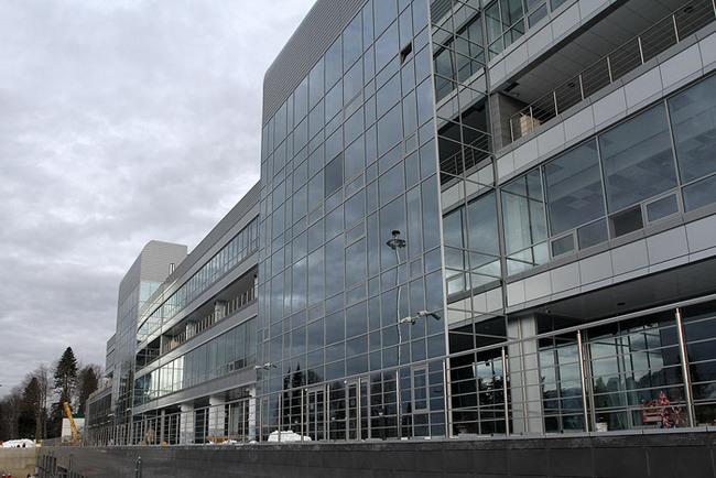 «Здание стадиона: вид со стороны входной группы»