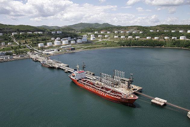 """Объем экспорта нефти ESPO из дальневосточного терминала  """"Транснефти """" в ноябре составил 1,6 млн тонн."""