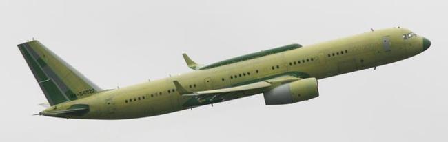 """Новый самолет со  """"специальным узлом связи """", наличие которого и отражено в названии Ту-214СУС, - пятый лайнер в рамках..."""