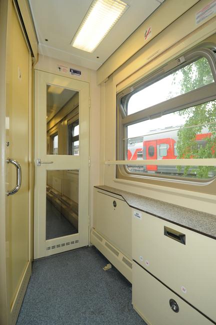 Пассажировместимость двухэтажного спального вагона с четырехместными купе - 64 спальных места, вагона СВ...